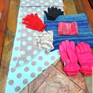 Women's scarf/glove/snow 6 item bundle $5 a piece.
